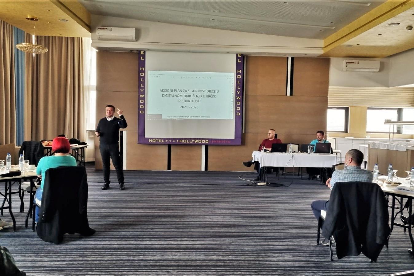 """Održan drugi sastanak Radne grupe za izradu """"Strateškog programa: Sigurnost djece u digitalnom okruženju u FBiH"""" i """"Akcionog plana za borbu protiv nasilja nad djecom u digitalnom okruženju"""" za period 2021-2023."""